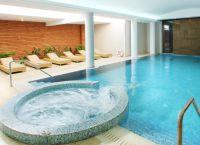 Крытый бассейн отеля Aliathon Holiday Village