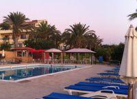 Бассейн отеля Vrachia Beach Resort