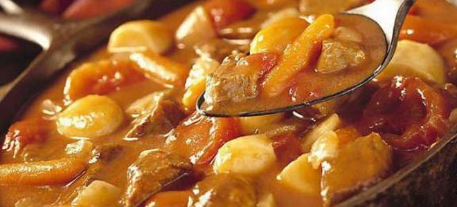 гулаш израђен од рецепта од соје меса