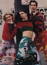 Курт Кобейн с друзьями в женских нарядах