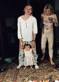 Курт Кобейн с женой и дочерью