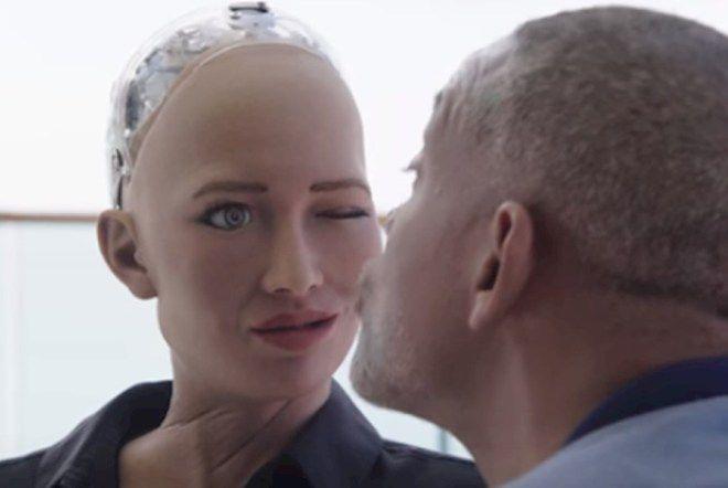 Уилл Смит сходил на свидание с роботом Софией