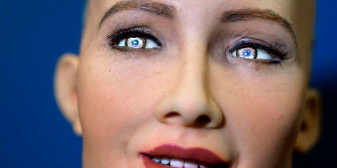 Робот София обещала погубить человечество