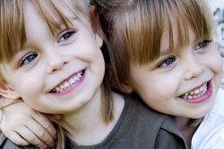 razlika med dvojčicami dvojčkov