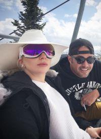 29-летняя Леди Гага днем наслаждалась катанием на лыжах и свежим горным воздухом