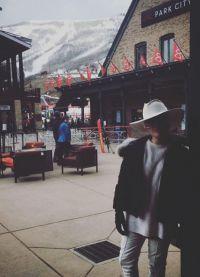 Американская певица Lady Gaga поделилась фото с отдыха в горах