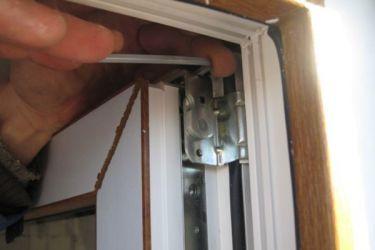 Jak wyregulować plastikowe drzwi balkonowe 2