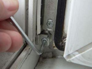 Jak wyregulować okna plastikowe11