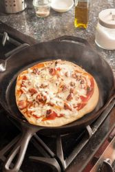 Как да се пекат пица в тиган