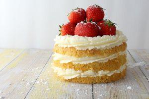 Како лепо украшити торту са плодовима и бобицама 3
