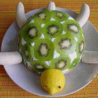 как украсить детский торт фруктами 4
