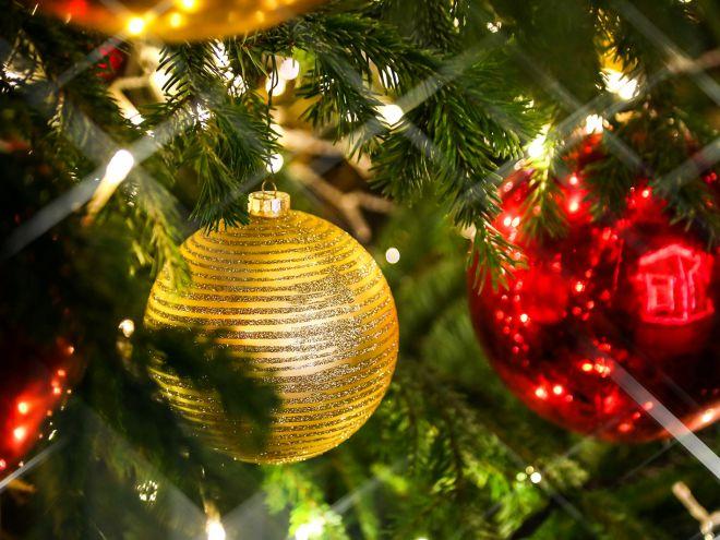Какими шарами украшать елку 2018