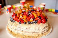 как украсить торт замороженными фруктами 4