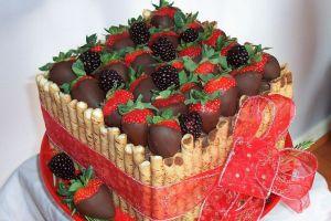 как украсить торт шоколадом и фруктами 1
