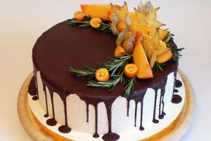 как украсить торт шоколадом и фруктами 4