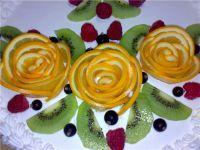 как украсить бисквитный торт фруктами 3