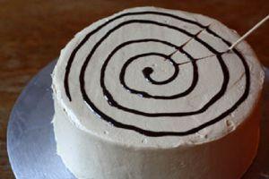 Как украсить торт паутинкой из шоколада 2