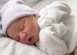 како носити новорођену зиму код куће