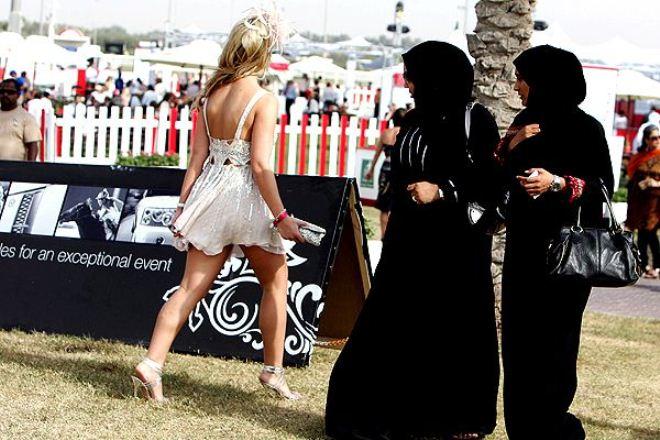 Как нельзя одеваться женщинам в Саудовской Аравии