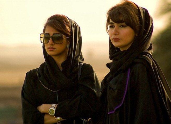 Одежда для женщин, посещающих общественные места