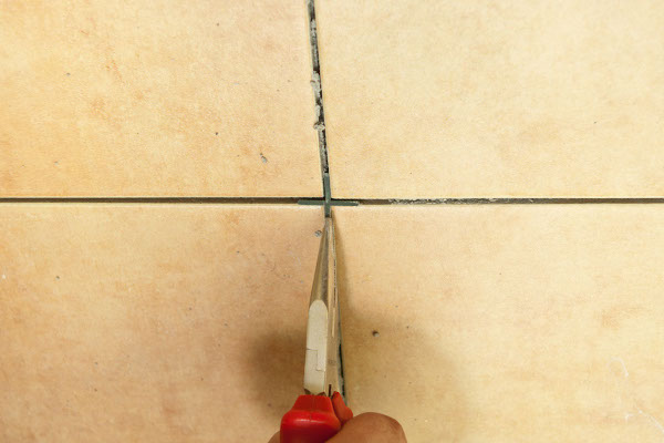 Kako trljati šavove na pločici2