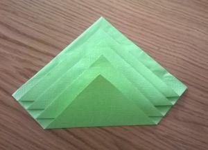 Како преклопити папирне салвете за постављање табеле 11