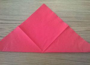 Како преклопити папирне салвете за табелу 16