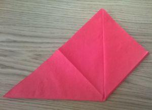 Како преклопити папирне салвете за постављање табеле 17