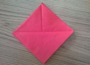Како преклопити папирне салвете за сервирање стола 19