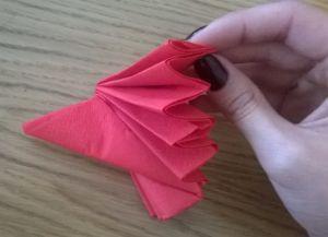 Како преклопити папирне салвете за табелу 4
