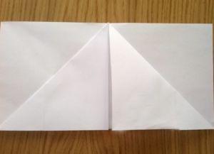 Како преклопити папирне салвете за сервисирање 6