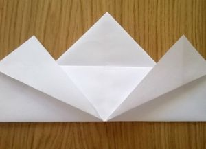 Како преклопити папирне салвете за постављање табеле 8