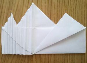 Како преклопити салвете за папир 9