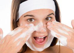 Jak leczyć trądzik na twarzy nastolatków