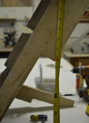 Како направити столицу од дрвета с властитим рукама 7