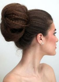 Волуметричне фризуре за дугу косу 7