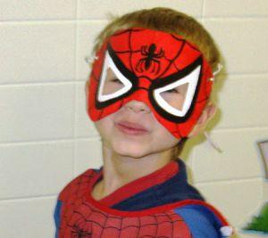 Jak zrobić maskę Spiderman5