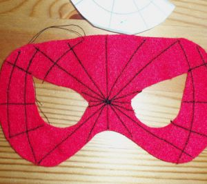 Jak zrobić maskę Spiderman8