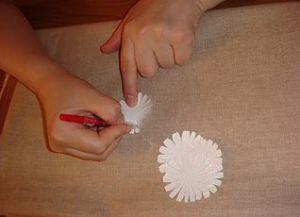 jak zrobić papierową stokrotkę 8