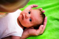 kako ukloniti koru na djetetovoj glavi