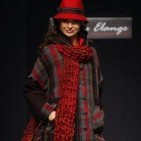 Како везати шал на капуту 8