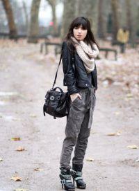 как да носите шал с кожено яке2