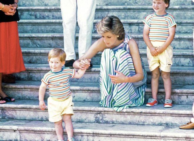 Принц Гарри с мамой и братом