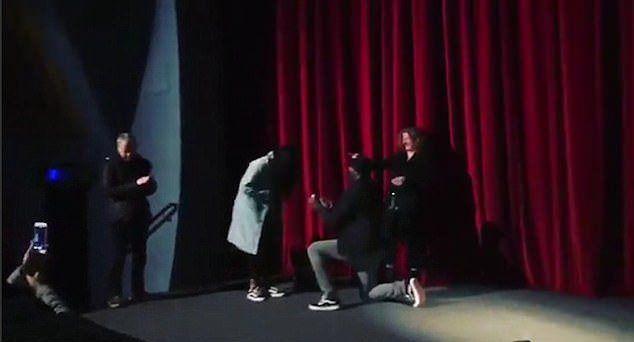 Идрис Эльба делает предложение Сабрине Доуре
