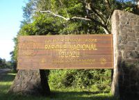 Вывеска при входе в парк Игуасу
