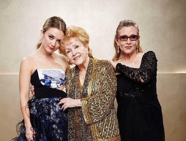 Фишер с матерью Дебби Рейнольдс и дочерью Билли Лурд