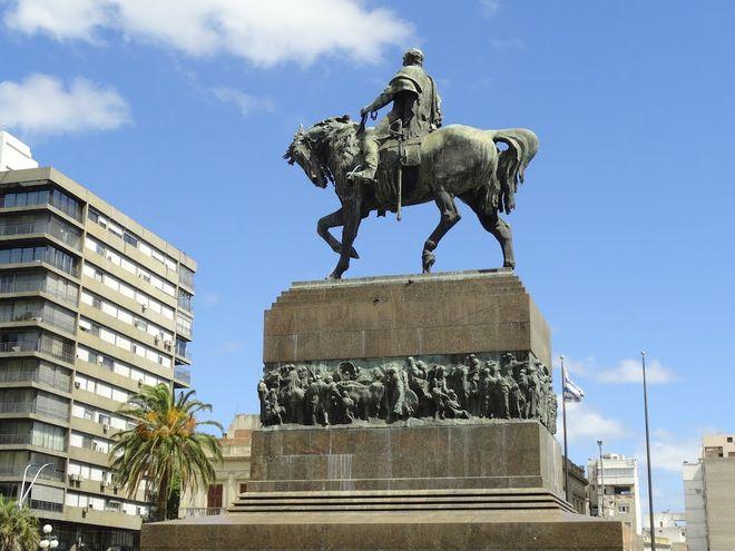 Памятник генералу Артигасу