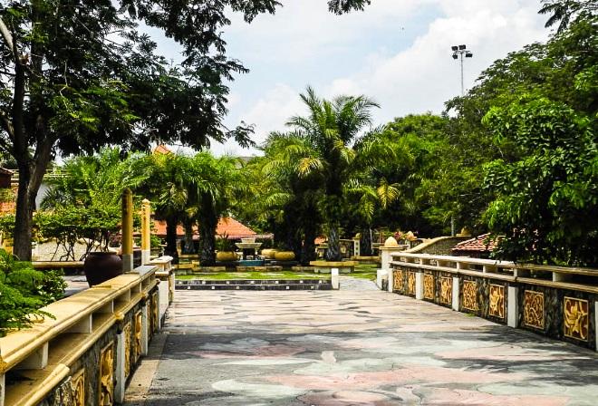 В городе много парков