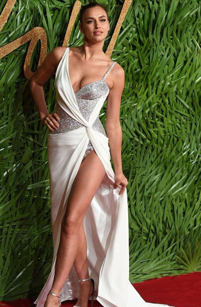Ирина Шейк на The Fashion Awards 2017