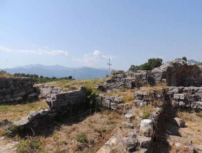 Руины древнего храма Архангела Михаила